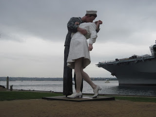 sculpture of The Kiss on VJ Day