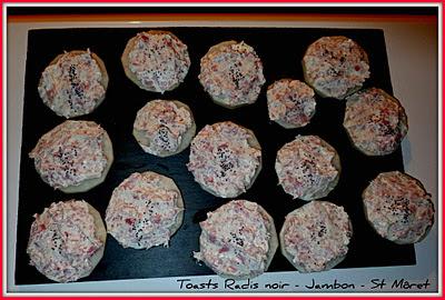 image Toasts de radis noir au jambon blanc et St Môret