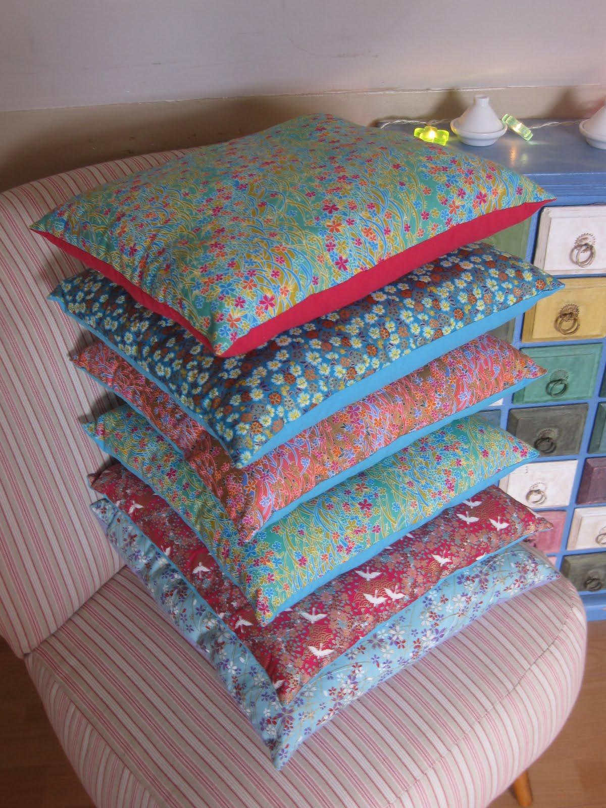 le loup rose la vanille petit coussin en tissu japonais. Black Bedroom Furniture Sets. Home Design Ideas