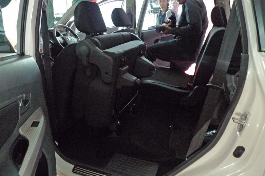Gambar Toyota MPV Avanza Baru 8
