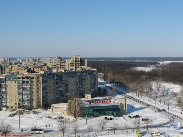 Днепродзержинск. Супермаркет 'Малинка' по бульвару Строителей.