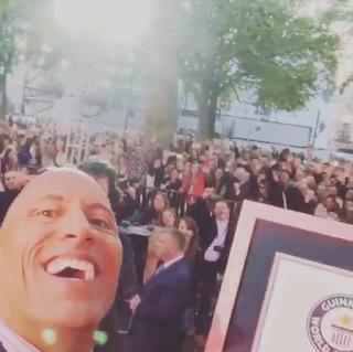 la roca el record de las selfies