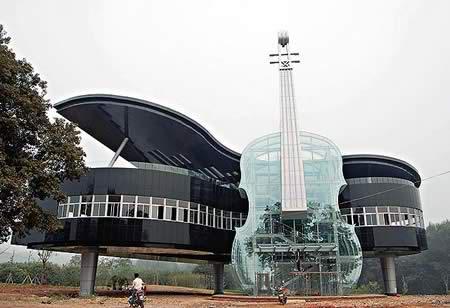 rumah bentuk piano dan gitar