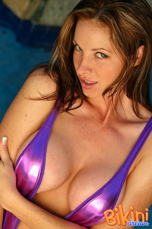 Babe in purple sling bikini takes a swim