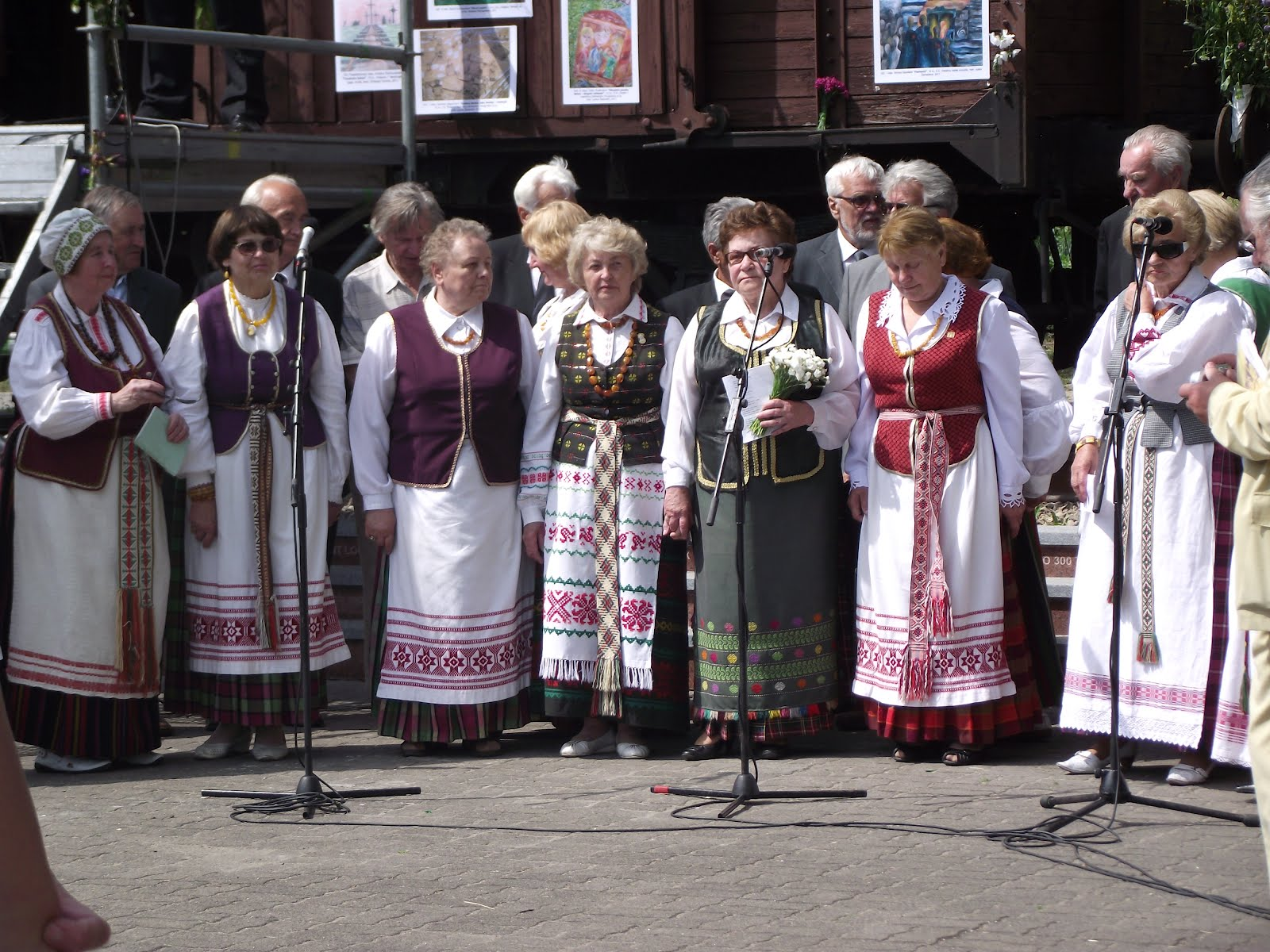 Special days to enjoy together: Memorable days in Lithuanian history: THE DAY OF MOURNING AND HOPE