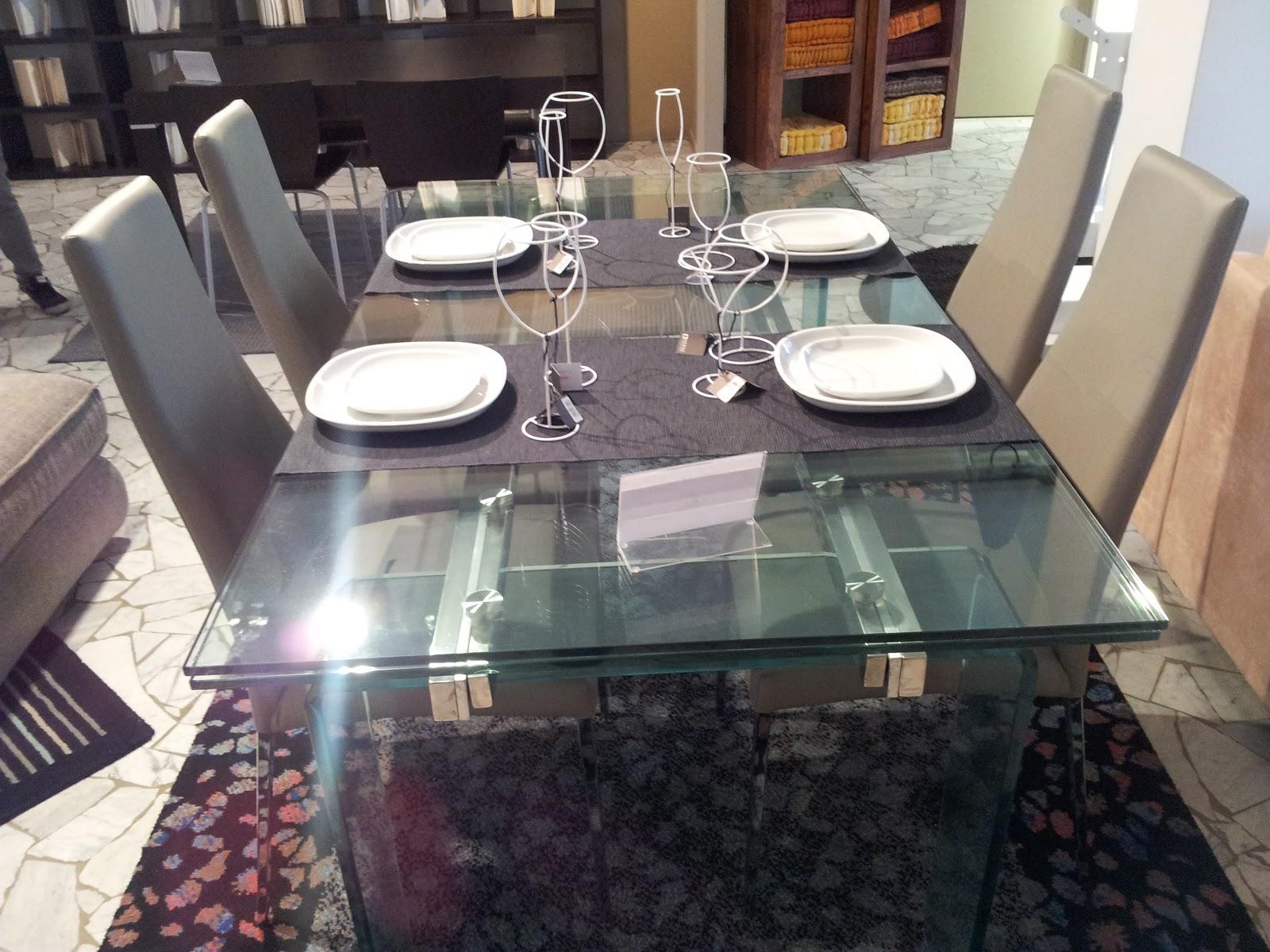 Domus arredi si parte al lavoro per rinnovare tutto il centro cucine veneta cucine - Tavoli in vetro allungabili economici ...