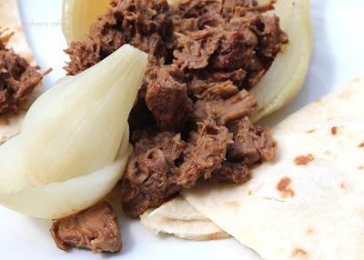 chili con cipolle e piadina  ........ gustosissimo per mtc