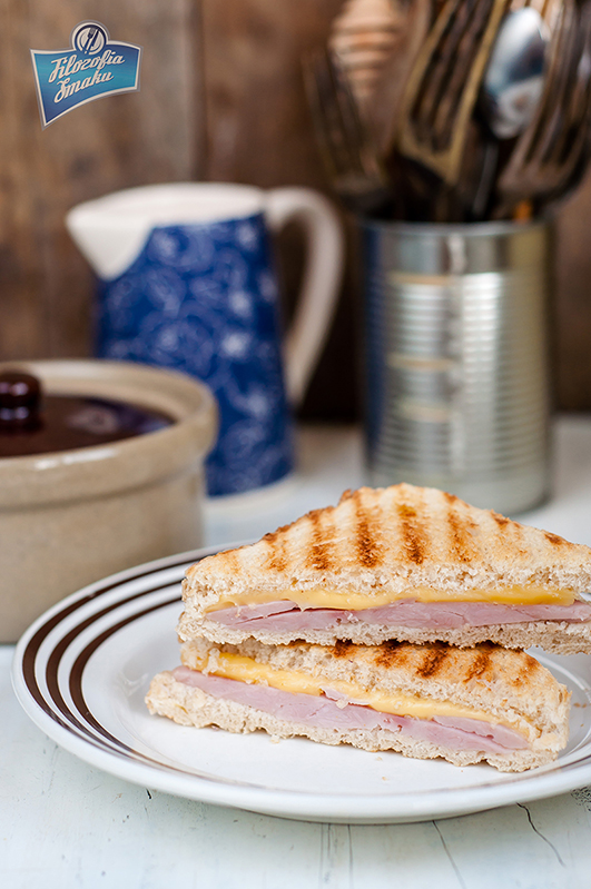 Sandwich z serem i szynką