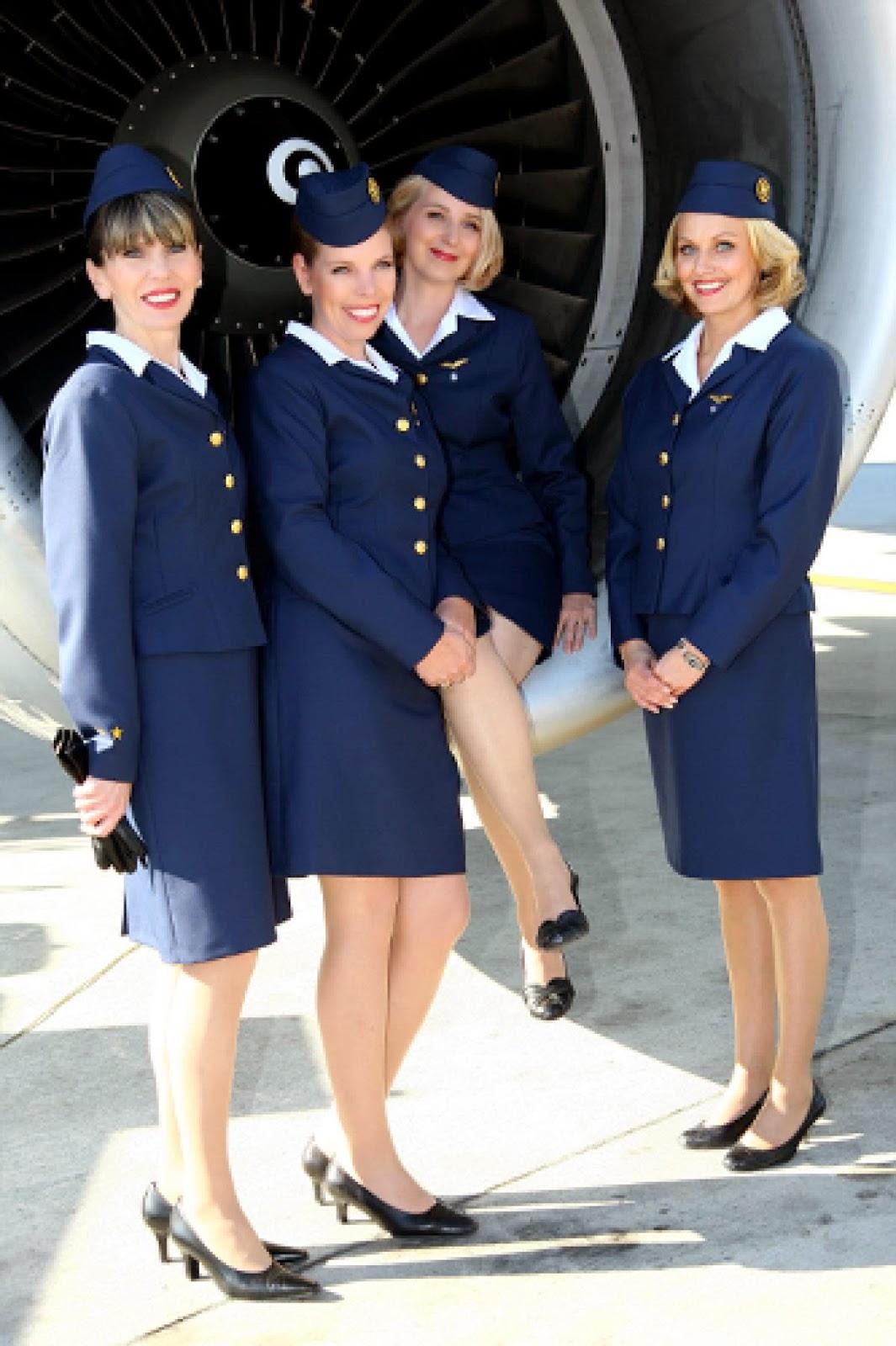 lentoemäntä, lentoemo, flightattendant, air hostess, cabin attendant, cabin crew, matkustamohenkilökunta, lentokone, airplane, moottori, engin