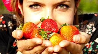 A imunidade baixa pode estar associada à falta de repouso adequado e à má alimentação. Dormir pelo menos seis horas por dia é de extrema importância, uma vez que a ansiedade e o constante estado de alerta, sem momentos de relaxamento, levam as pessoas a um esgotamento físico maior e a alterações hormonais, que podem influenciar no sistema imunológico