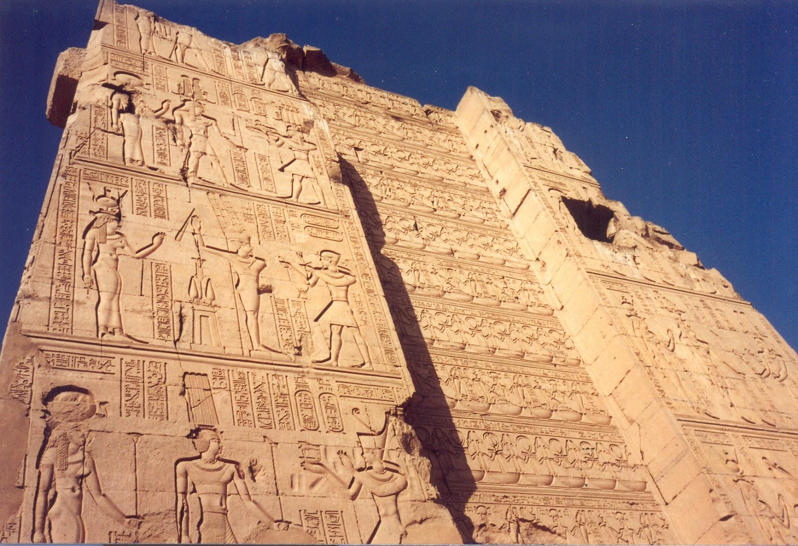 Eski Mısır Şiiri Üzerine Kısa Bir İnceleme