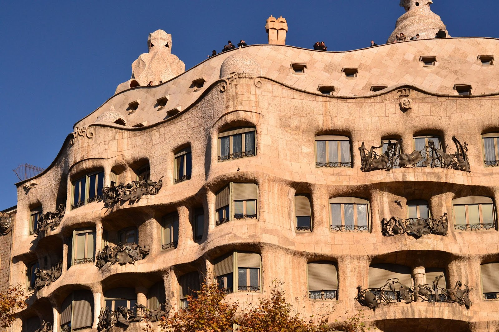 Victoria in japan land barcelona outside casa batllo and casa mila - Casa mila or casa batllo ...