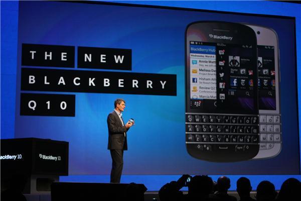BlackBerry Q10 Resmi Diperkenalkan Dengan Desain QWERTY