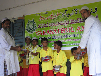 maulana khaleel sangami was distributed medicine to poor children