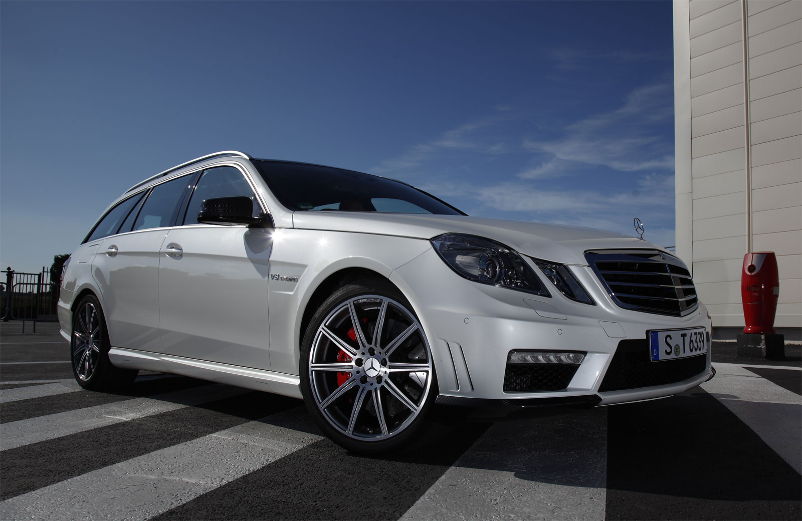 Sport cars mercedes benz e63 amg wagon hd wallpapers 2012 for Mercedes benz wagons