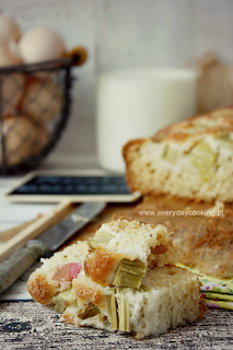 http://www.everydaycooking.pl/2013/06/ciasto-jogurtowe-z-rabarbarem.html