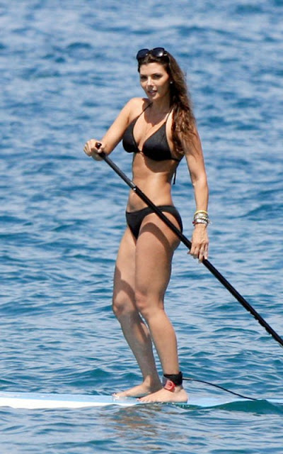 Ali-Landry-Shows-Off-Her-Bikini-Body-In-Hawaii-4