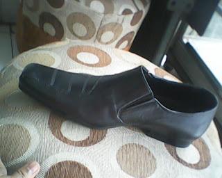 sepatu bally yang di lihat dari sisi kiri