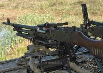 Heckler & Koch MP5 Submachine Gun (Senapan Mesin Ringan)