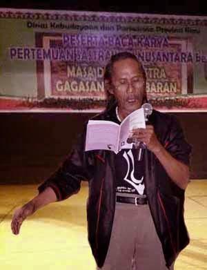 Baca Puisi di Pertemuan Sastrawan Nusantara di Pekanbaru