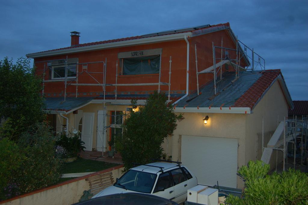 Agrandissement d 39 une maison par le haut 46 me jour for Agrandissement maison 45