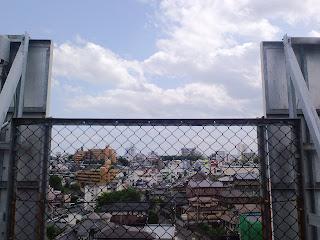 写真:屋上から見える市街地