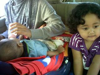 Tips Agar Bayi Tak Rewel di Perjalanan
