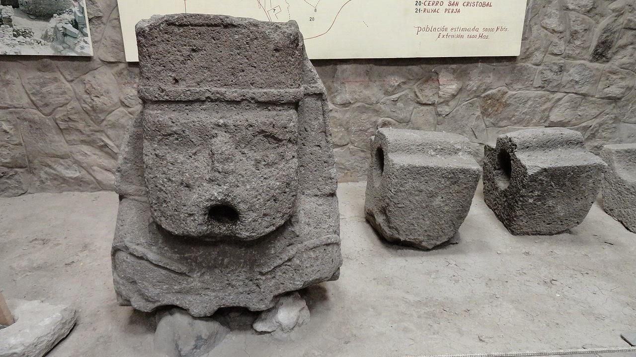 ④ Monolito de la Cultura Huari