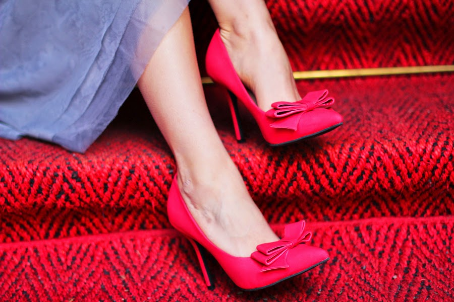 red high heels bow shoes