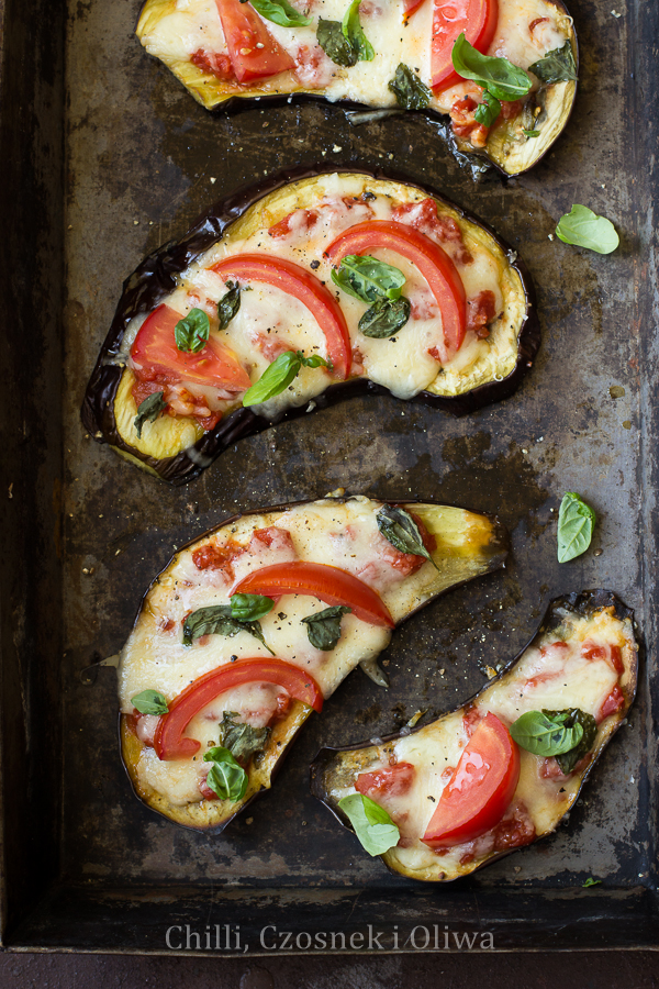 """Pizza"" z bakłażana z mozzarellą i pomidorami"