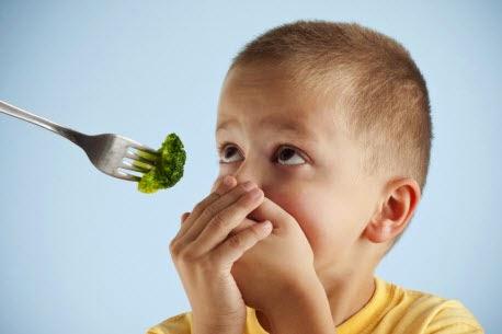 نصائح مفيدة للتعامل مع قلة الأكل عند الأطفال