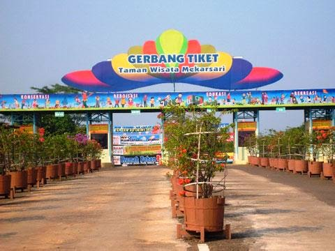 Gerbang tiket Taman Buah Mekarsari