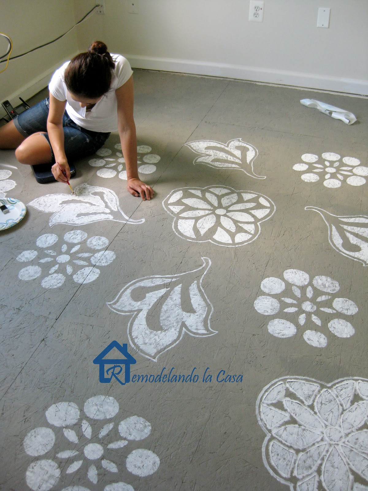 Diy painted designs on floor remodelando la casa for Painting plywood floors ideas