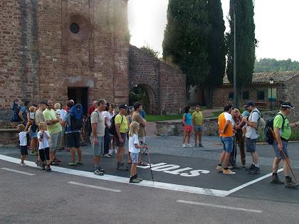 Punt de sortida davant mateix de l'església de Sant Martí