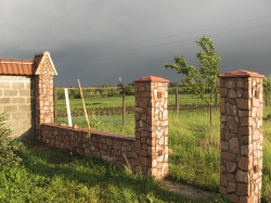 Каменный забор. Фото 20