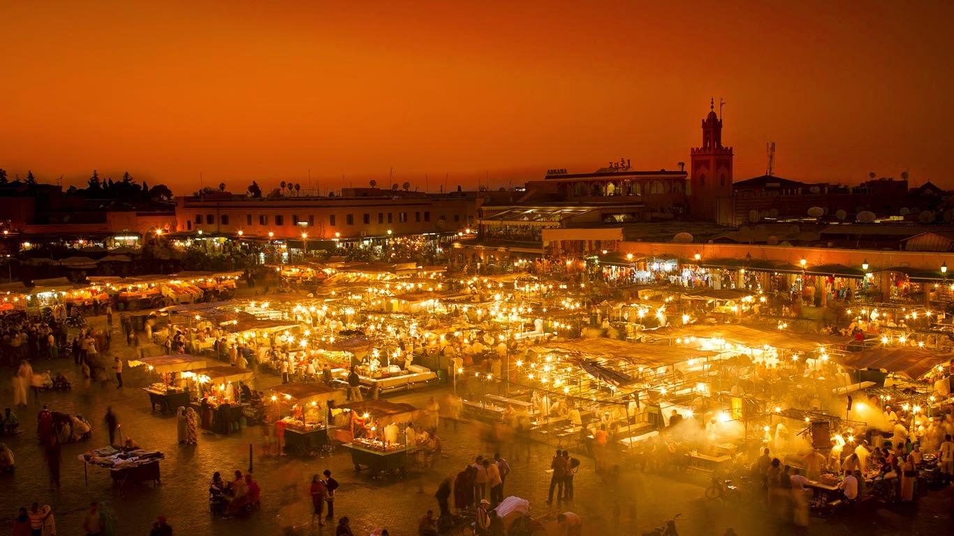 Jamaa el-Fnaa market square, Marrakesh, Morocco (© Ian Egner/Aurora Photos) 276