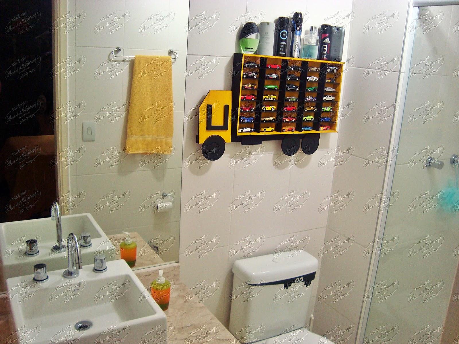 banheiro dele segue as cores do quarto: Preto Amarelo Cinza #BC950F 1600x1200 Banheiro Amarelo Com Cinza