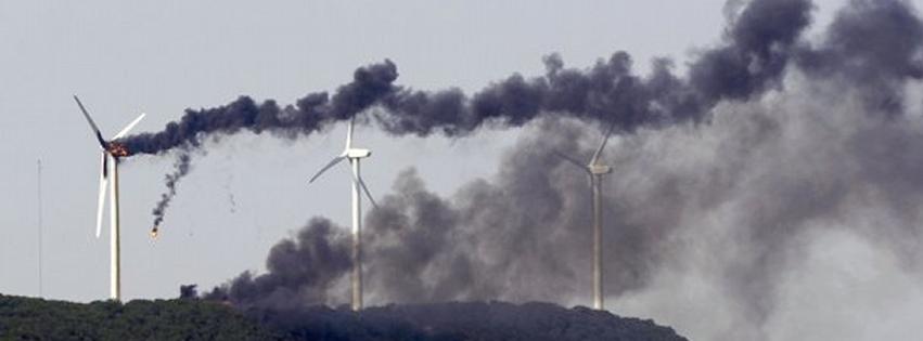 windfarm failure ... photo from Patrick Wood technocracy.news