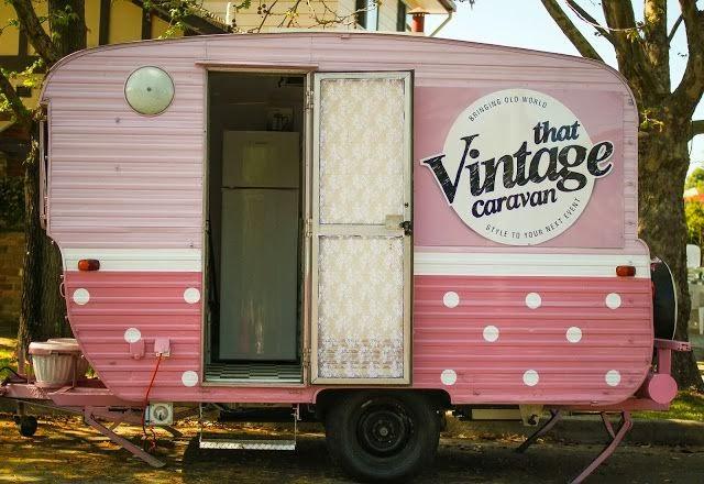 girly daisy des boutiques dans une caravane. Black Bedroom Furniture Sets. Home Design Ideas