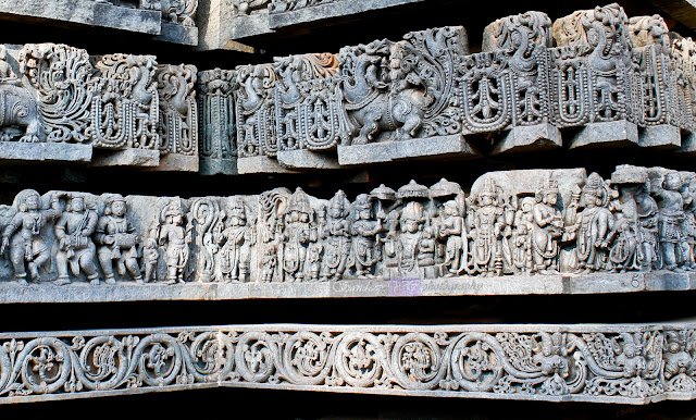 sculptures of gods on the friezes, Trimurthi at the center. And makara on top of it.