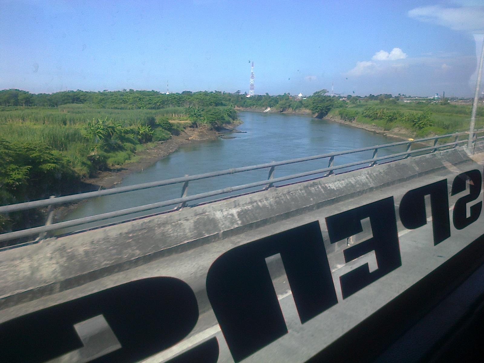 Tak terasa sudah sampai Porong, dan ternyata terlihat didepan ada Si ...