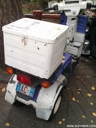 Moto coreana con matrícula de Italia