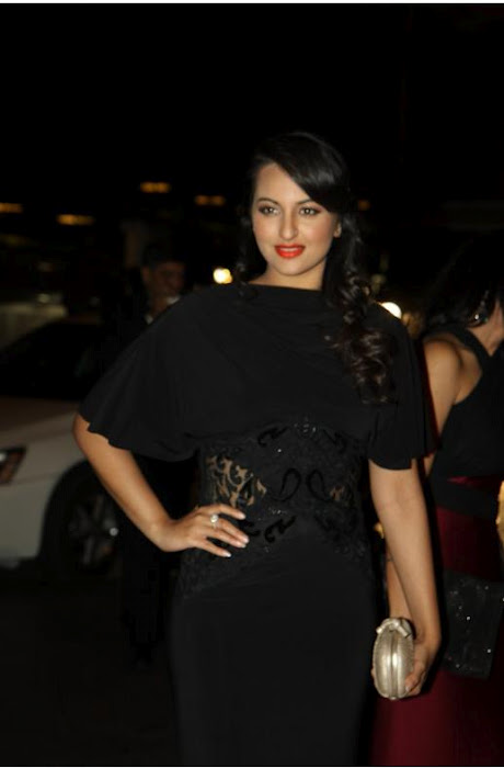 Sonakshi Sinha In Black Hot Dress At Karan Johars Birthday ...