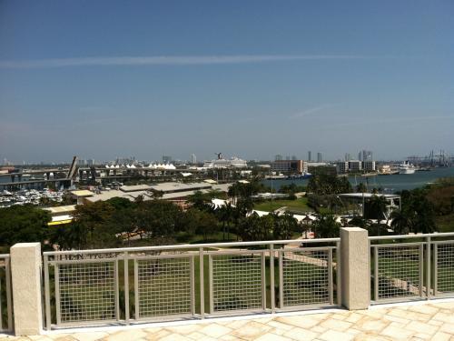 Hermoso Apartamento Nuevo en Downtown Miami