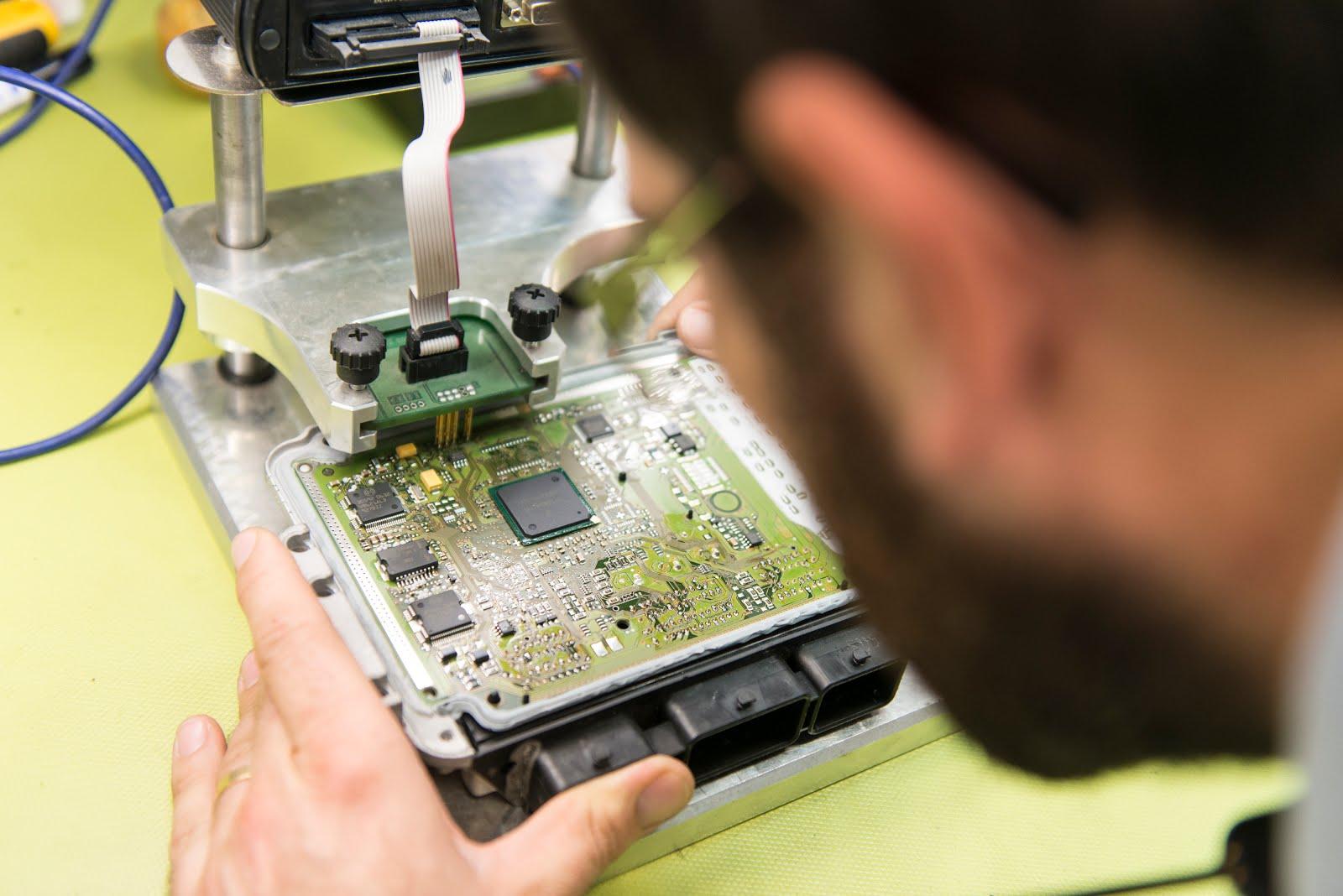 EinaTech, reparación de centralitas