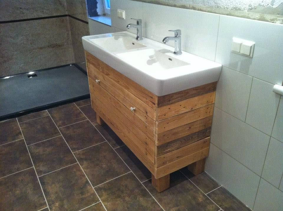 Mueble para el lavamanos y espejo for Muebles para lavamanos