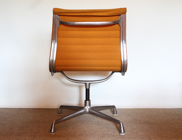 Chaise EA 105 Ray Et Charles Eames Pour Herman Miller 1970
