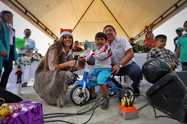 Los niños de Covarachía y Susacón abrieron sus regalos de Navidad