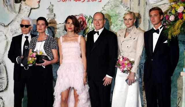 http://3.bp.blogspot.com/--U4YE1NC8y0/UVB8T1cXWkI/AAAAAAAAgCY/jbPG5bBNjGA/s1600/Monaco-Bal-de-la-rose-avec-Karl-Lagerfeld_royal+family.jpg