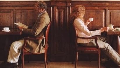 kafede yalniz oturmak